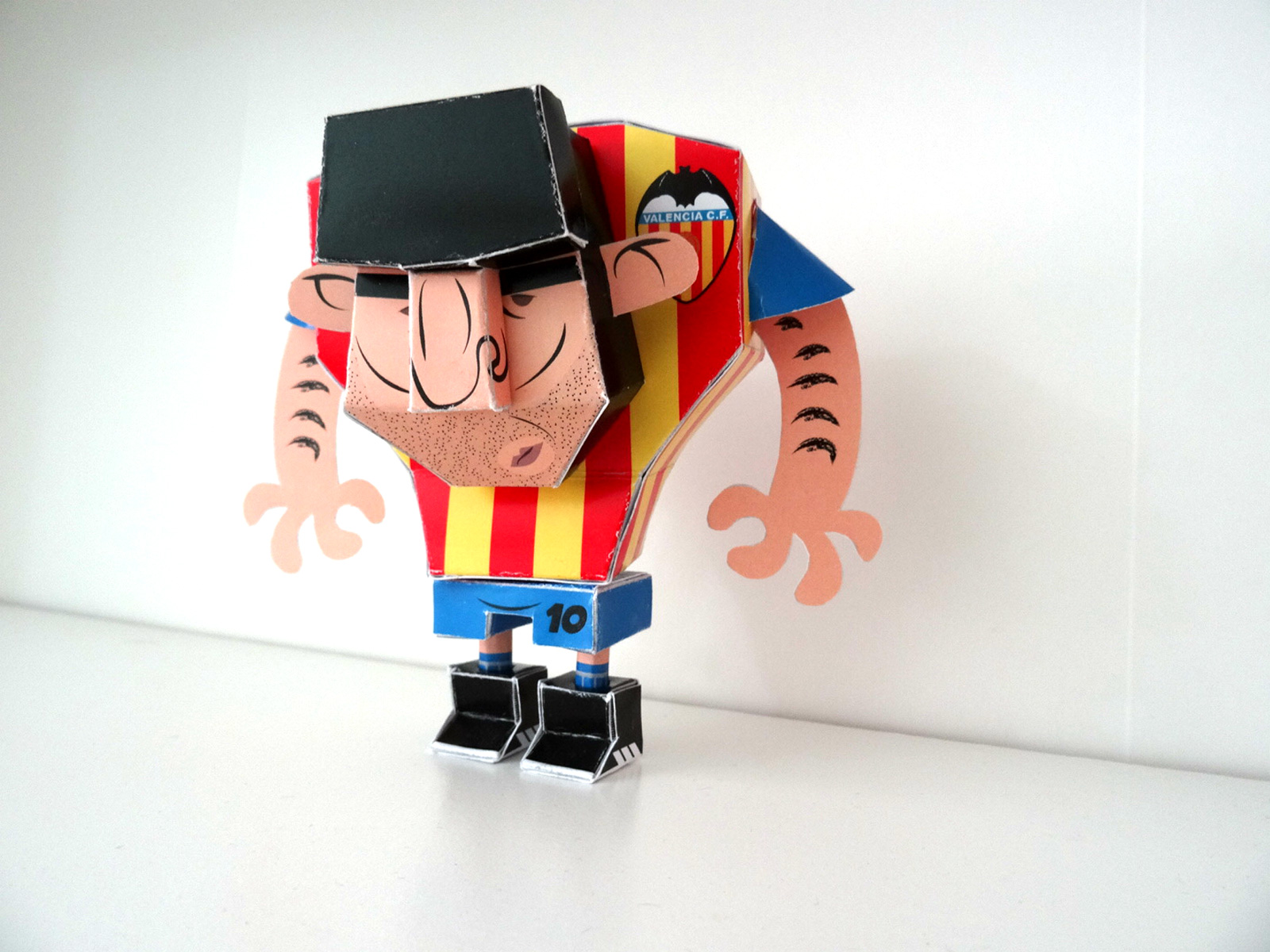 Paper Toy of Mario Kempes